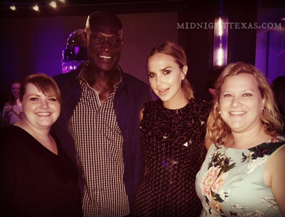 Mel & Leah pose with Peter Menseh and Arielle Kebbel of Midnight, Texas